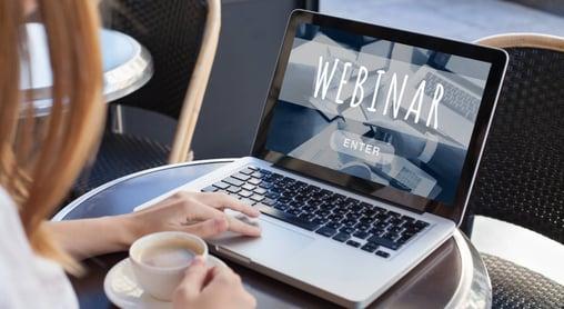 Hva er forskjellen mellom webinar og videokonferanse?